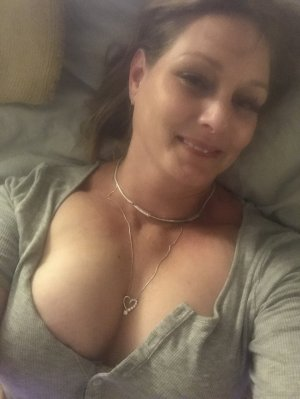 Primitive sex contacts in North Royalton