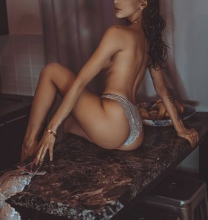 Nettie adult dating in Tustin CA